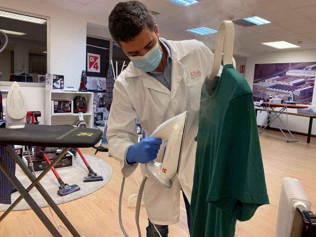 Di4 vende en El Corte Inglés una plancha única que higieniza la ropa y la deja libre de virus y bacterias