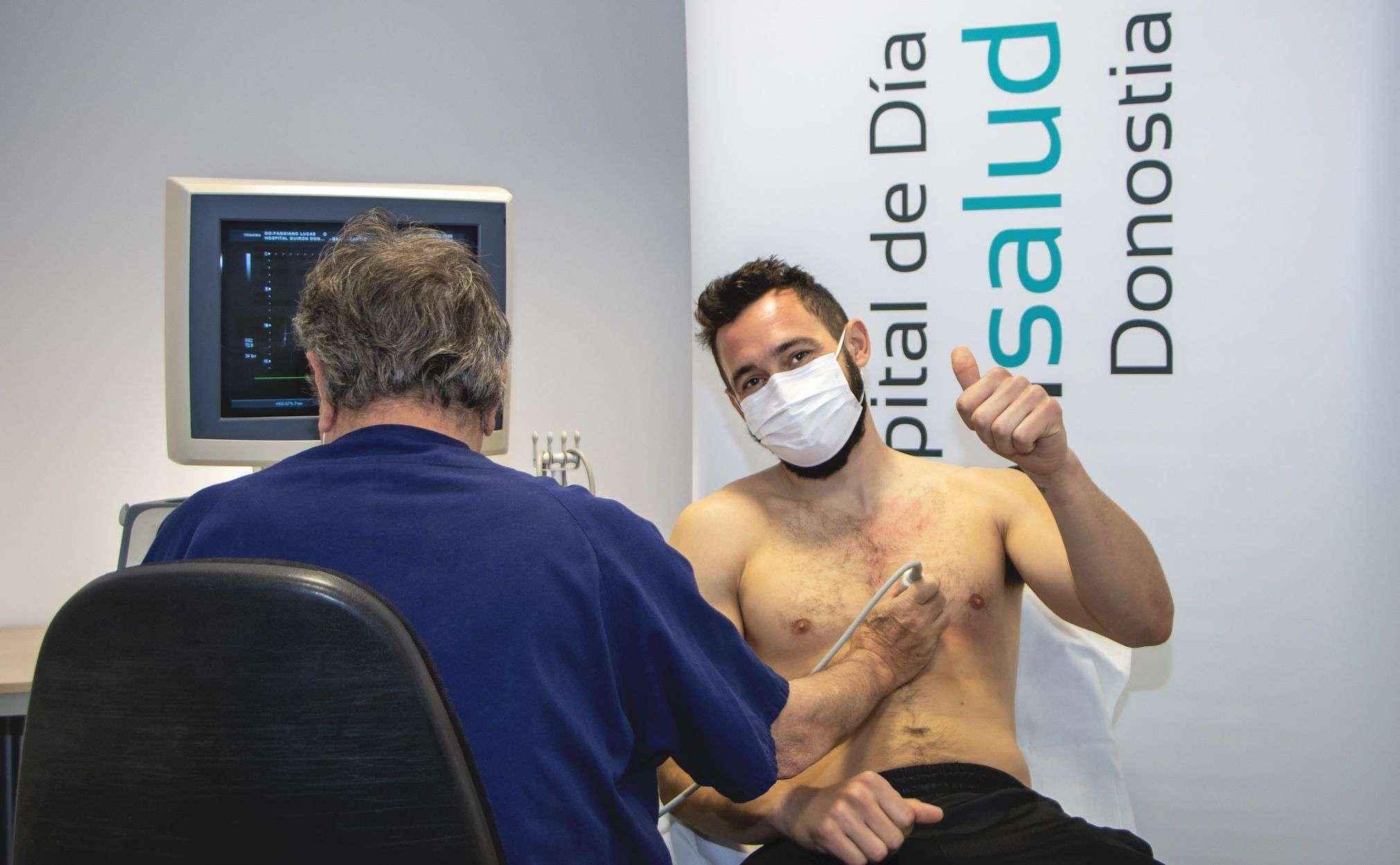 Lucas Faggiano, fichaje del GBC, pasa el reconocimiento médico en el Hospital de Día Quirónsalud Donostia