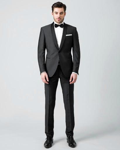 Por qué vestir de traje en la oficina por trajes.pro