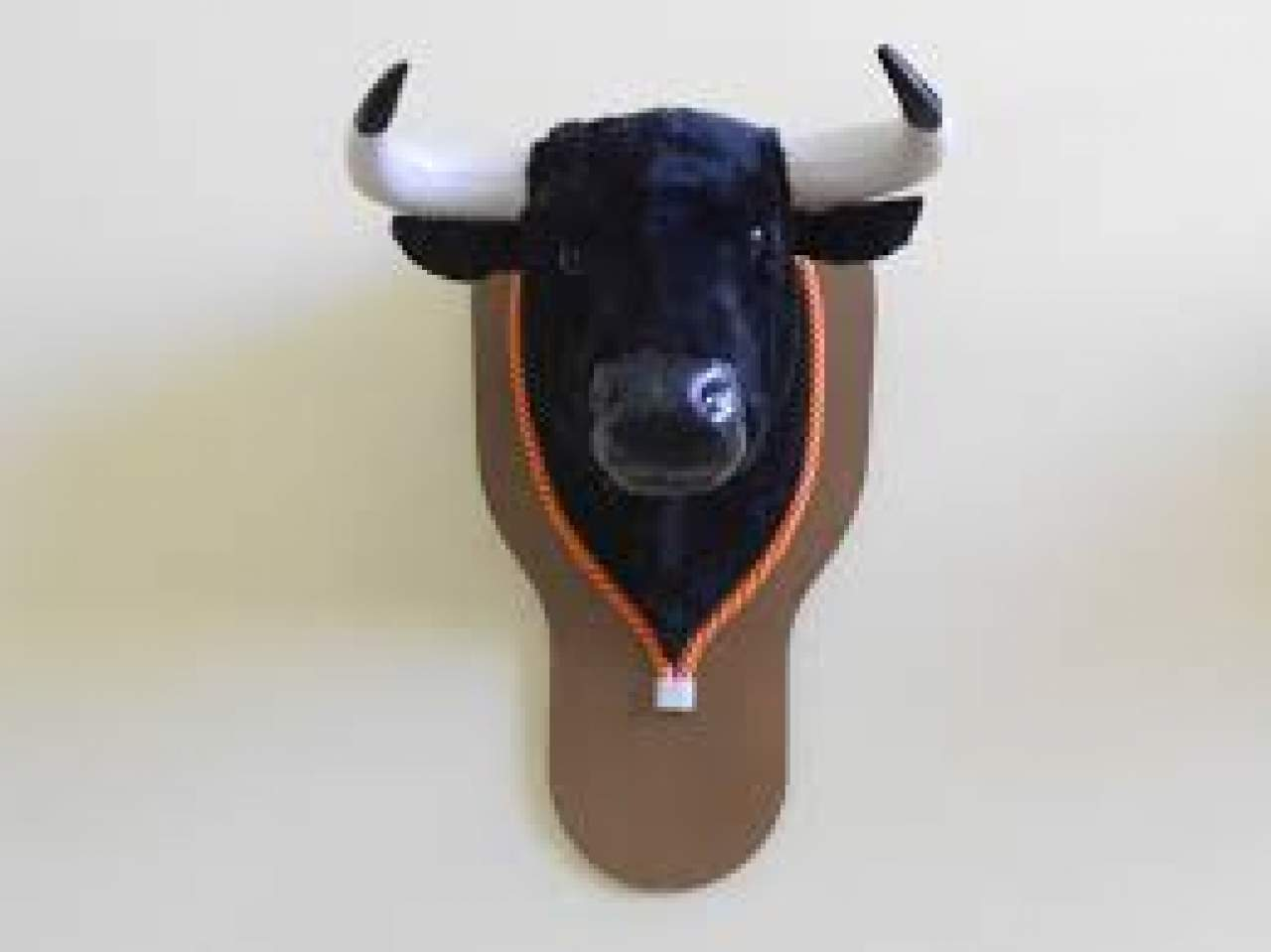 Piezas taurinas para coleccionistas: cabeza de toro para colgar